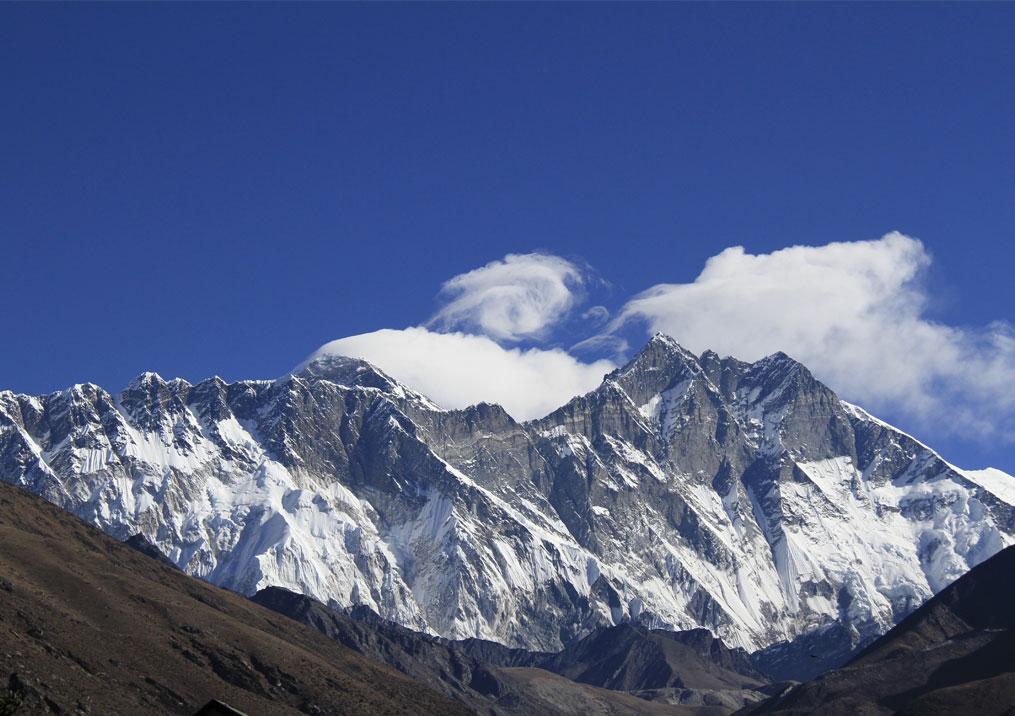 Day 6: Trek from Namche Bazaar (3445m) to Phortse (3800m, 5 hrs)